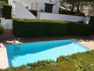 Precioso piso con gran terraza de 30 mts y piscina comuntaria a 60 mts de Torrev