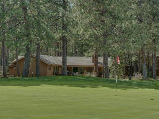 On the golf course w/ access to resort amenities (hot tubs, pools, more)!