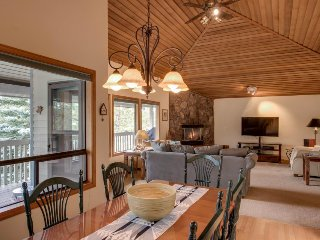 Spacious home w/ private hot tub, wood fireplace, SHARC passes, and more!