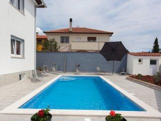 Villa Daniel! Beautiful!!Private Pool/Yard/Playground!Gym/Recreation Room!