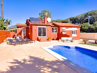 3 bed stunning villa in a perfect location walking distance to Puerto Banus