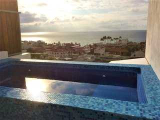 Ocean View + Pool Modern 3 story house a few blocks from the Malecon-boardwalk, Puerto Vallarta