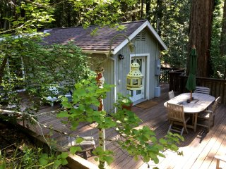 The Redwood Tree House ~ Charming Private Escape!