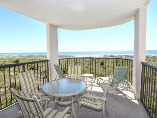 DR 2211- Simply elegant oceanfront condo with expansive views, pool and tennis