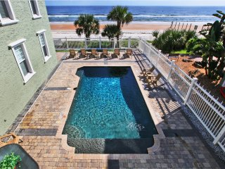 JUNE/JULY $PECIALS - HISTORICAL LUXURY MANSION W/ POOL - 9BR /8BA, Ormond Beach