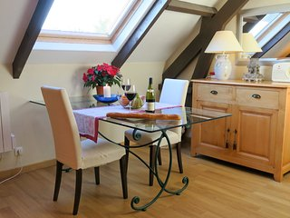 Airy, spacious, barn loft Apartment with walk out patio, wifi, Normandy D Day, Sainte-Mère-Église