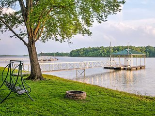 Lakefront 4BR Benton Cabin w/Private Dock!