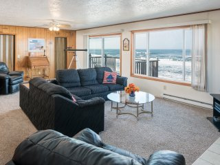 Wheelhouse- 2 bdrm, kitchen, beachfront, fireplace, Lincoln City