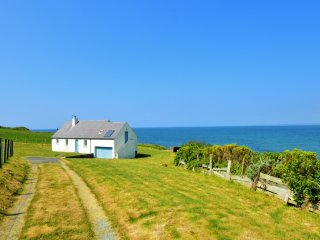 Brynaren Bungalow right on Pontllyfni Beach!