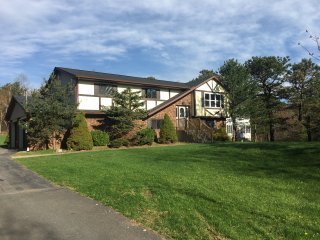 *** Stylish Pocono House. Near Skiing,Lakes, Kalahari water Park, Pocono Summit