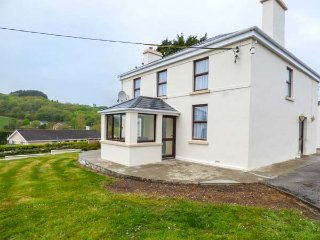 ARD NA GREINE, detached house, lovely views, enclosed garden, in Union Hall