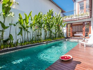 Villa Heliconia - Luxury 2 Bedrooms Villa with Pool Table, Jimbaran