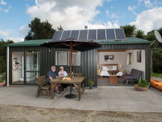 Queen Eco Cabin; seaviews from bed; Romantic, Peaceful and Cozy Hideaway; Nature