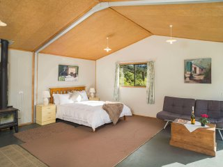 Whangaroa Harbour Queen; Romantic, Peaceful and Cozy Hideaway; Eco-Cabin; Nature