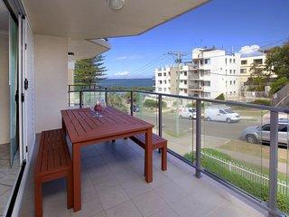 Sandhurst Unit 3 Kings Beach QLD