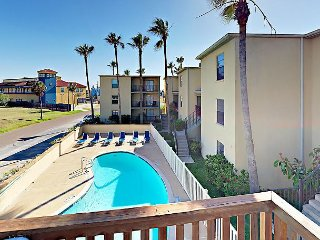 2BR South Padre Condo w/ Pool & Sundeck, Walk to Beach, Dining, & Shopping