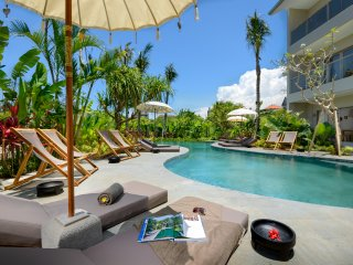 B5 Beautiful 2 bedrooms apartments fully equipped 300 m from Batubolong Beach