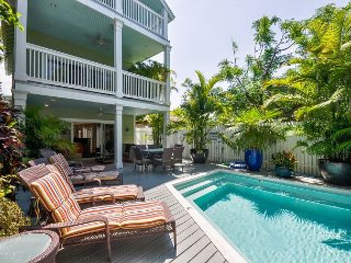 DREAMING ON DUVAL- Luxury 5 Bed & Private Pool- As seen on HGTV House Hunters