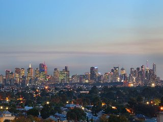 Spectacular views of the city & surrounding areas. Fantastic view of fireworks displays & sunsets