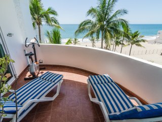 BEACHFRONT CONDO - 2 Bed, 2.5 bath - 2 level condo MARINA TENNIS & YACHT CLUB