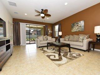 Home near Disney & Beach w/ WiFi, Spa, Resort Lazy River, Gym & Volleyball