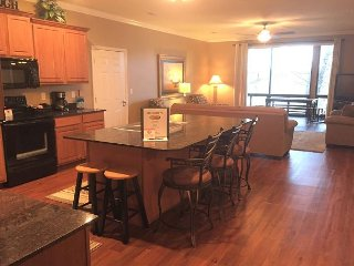 Fantastic 3 BR, 3 Bath Condo on Table Rock Lake with Dock Access