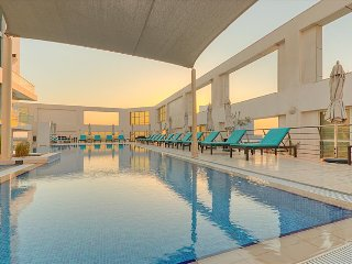 Spacious Luxury in Business Bay with Spa and Pool, Dubai