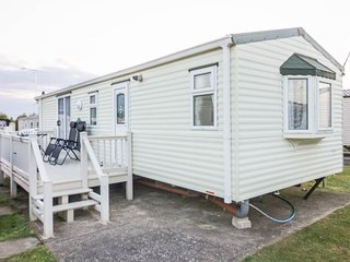 6 Berth Caravan in Manor Park Holiday Park. Hunstanton. Ref 23059 Windsor
