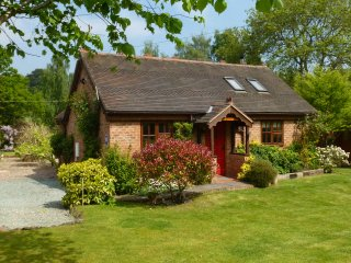 Barn Cottages - Acorn, 10 mins walk to Town Centre, Good Wifi+Parking, No pets