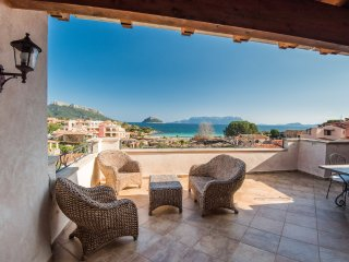New Villa for 12 people - 100 mts from the beach in Baia Caddinas