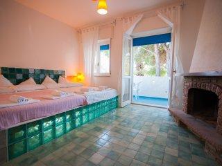 300 metri dal mare Guest house of charme e comfort con letti 'Osimano' 300x210