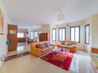 Spacious 3 bedroom apartment close to Marina (Ref: OL)