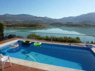 Beautiful Villa with Stunning Views of Lake Viñuela And The Mountains Beyond