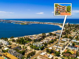 30% OFF AUG - 2nd floor condo steps from the water, shopping & restaurants!