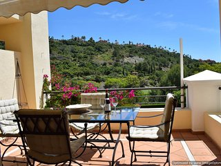 2 Bed Apartment with Terrace Benahavis WIFI and Parking, Benahavís