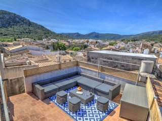 Stylish designer townhouse in central Pollensa., Pollença