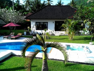 Villa: 2 ensuite bedroom  with pool & jacuzzi private garden in Senggigi Lombok