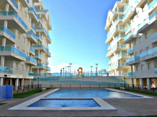 Luxurious 2 bed apartment with pool near beach