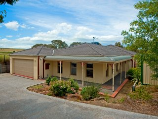 ATTWOOD LODGE - MELBOURNE 5BDRM, FREE WIFI & LINEN