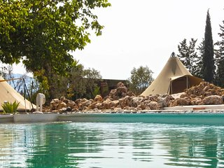 Mariposa Libre: Tipi Lapis, max 4 pers, 3 beds, 1 camp bed, with shared bathroom