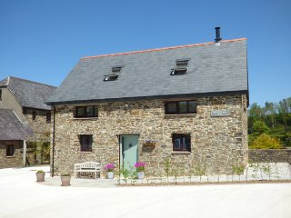 BRIGHTLEY MILL BARN, detached, woodburner, WiFi, luxury accommodation