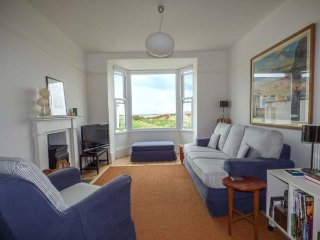 SANDY BANK, over three floors, pet-friendly, very close to beach, Rhosneigr, Ref