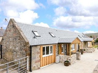 1 WEE-KALF, semi-detached barn conversion, pet-friendly, all ground floor, in, Dufftown