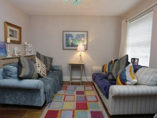 BOURNECOAST:DELIGHTFUL TWO BEDROOM COTTAGE -  HB5949