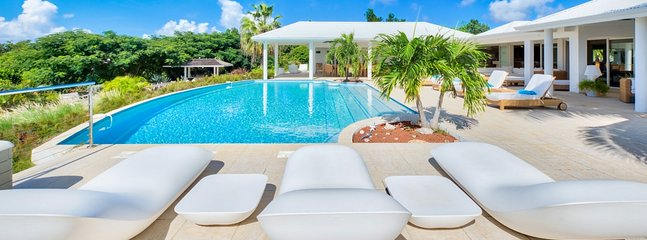 Villa Encore 4 Bedroom (Beautiful Gardens Fill The Entry Courtyard And