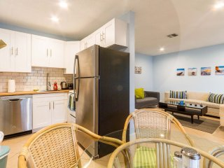 5 min. Walk To Beach - Lauderdale by the Sea, Modern, Renovated, 1 BDR Apt #3