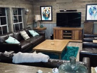 TIMBER DUNES Dune Access comfy woodland cabin, holiday rental in North Bend