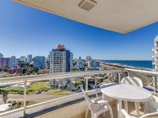 Waterfront apartment w/ shared pool & hot tub, partial ocean views - beach close