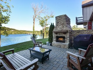 Luxury Lakefront Villa~Amazing View~2 Pools~Free Resort Amenities~Family Friendl