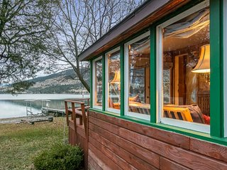 Dog-friendly lakehouse w/ private hot tub & dock, separate space over garage